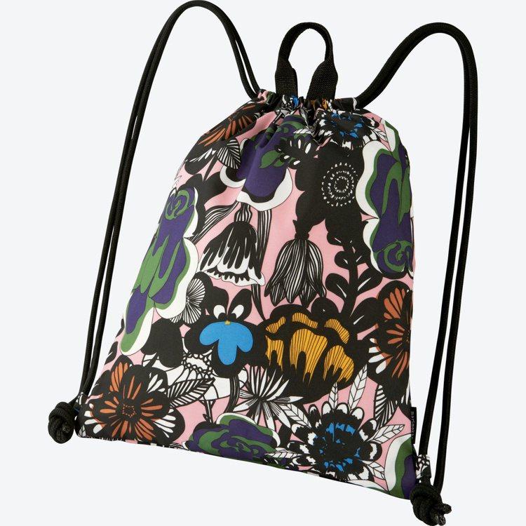 Marimekko× UNIQLO系列童趣花卉索繩包。圖/Marimekko提供