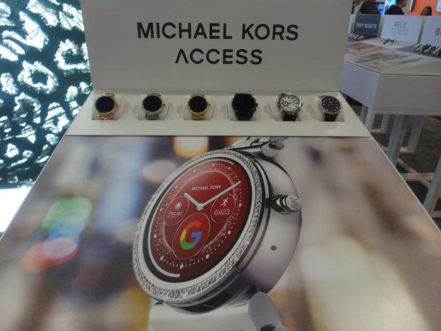 許多戴MK傳統表的消費者,應該也會喜歡MK的智慧手表。  記者何佩儒/攝影
