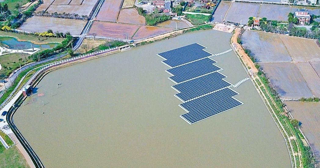 農委會在8日發布「農田水利會灌溉蓄水池設置太陽光電設施管理原則」,祭出太陽光電設...