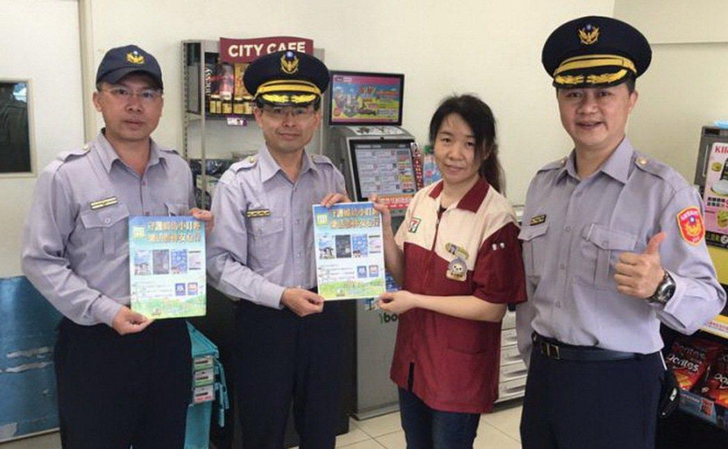 副分局長李建興(左2)機警救人一命。圖/斗南分局提供