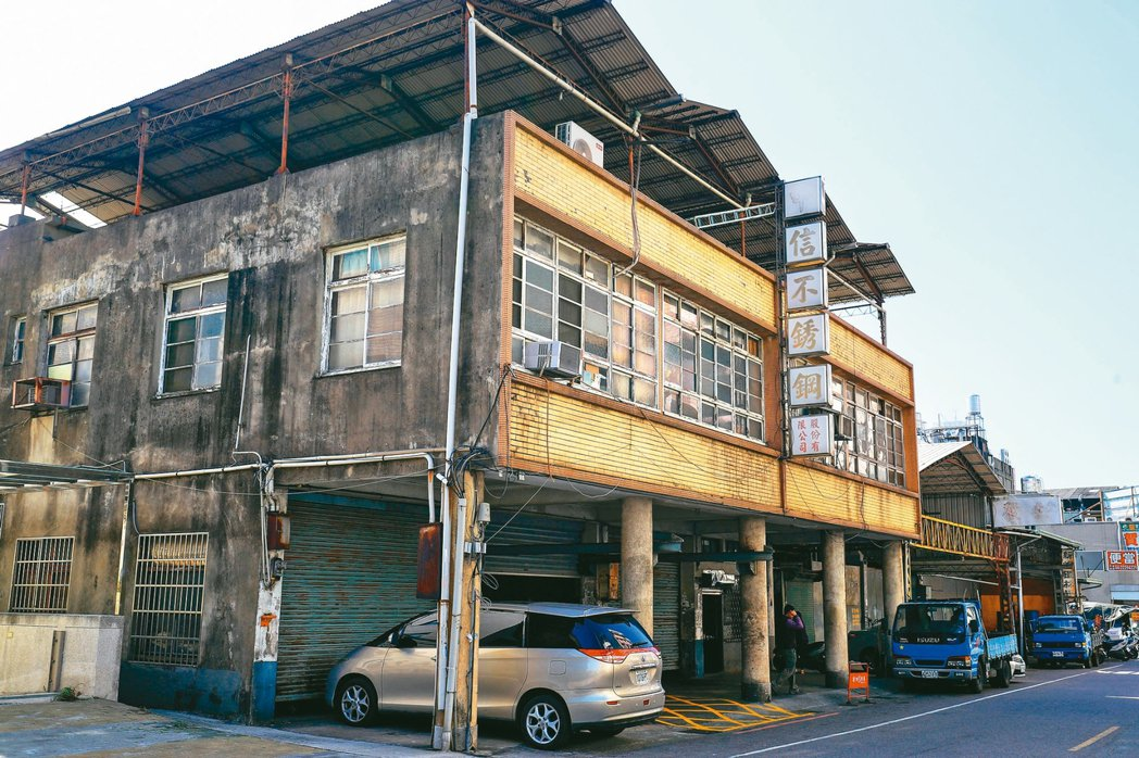 台中市東區和平街都更會成立,周邊有不少家庭式工廠。圖為都更範圍內的建築物。 圖/...