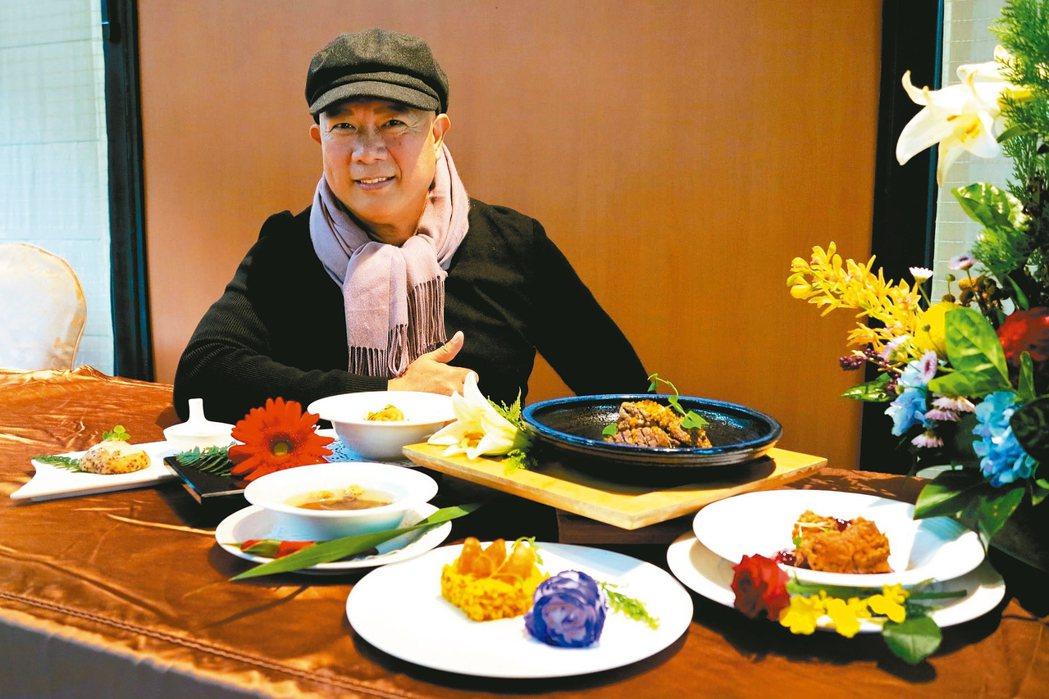 知名主廚雷蒙老師的「世紀忘憂花食餐」是以養生及天然食物色素入菜。 圖/陳志光攝影