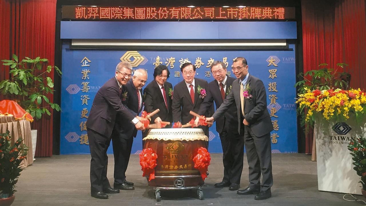 凱羿-KY董事長蔡謀燦(左三)。 凱羿/提供
