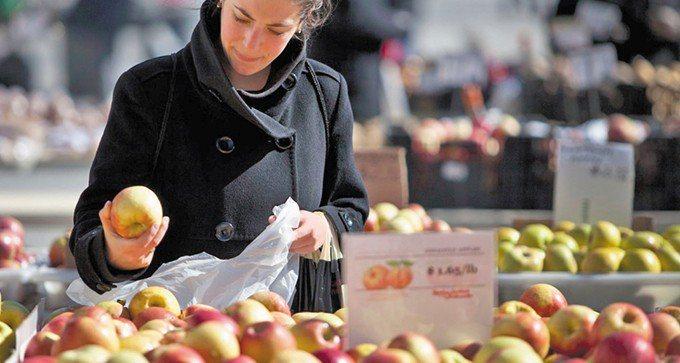 美國商務部12日公布,去年12月核心消費者物價指數(CPI)比上年同月上升1.8...