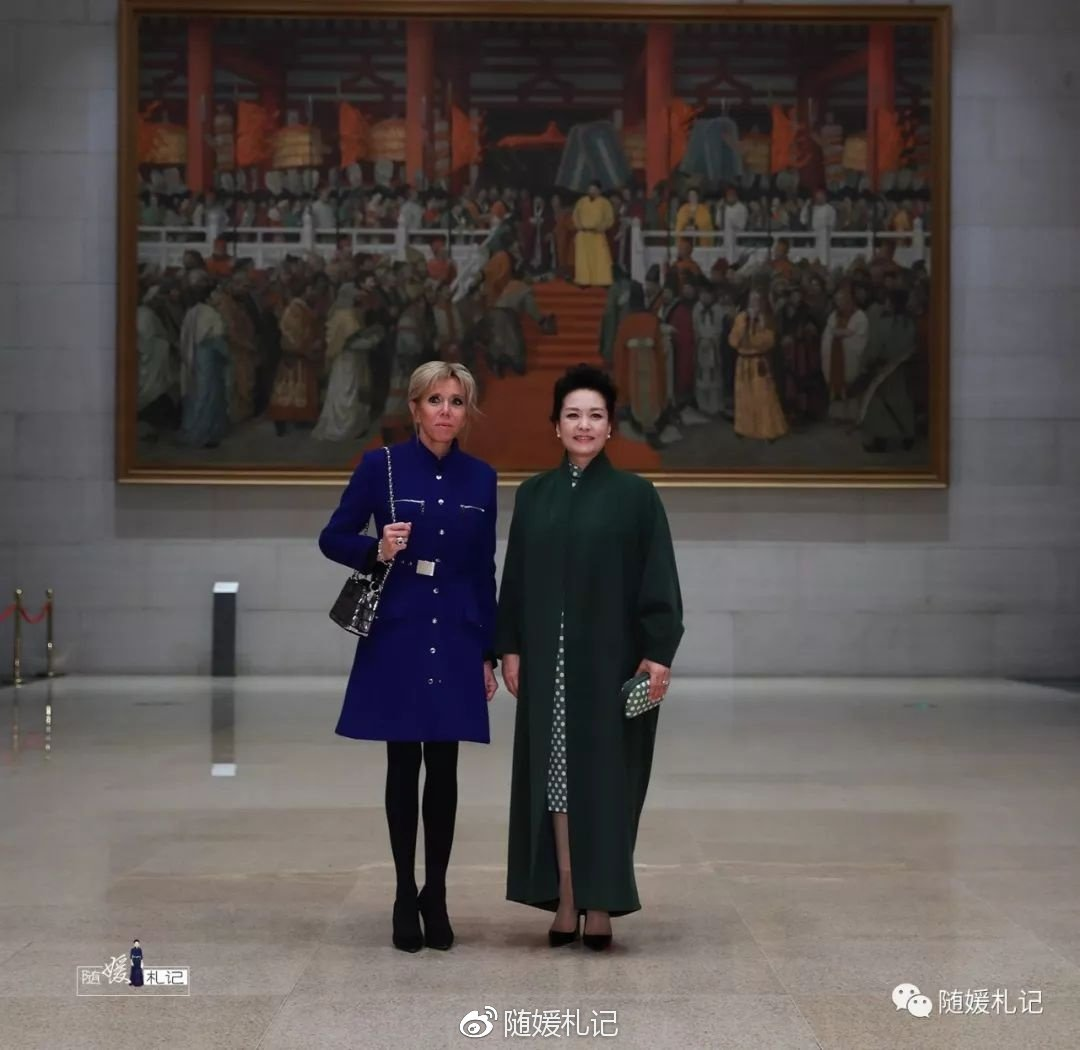 「隨媛札記」表示,在1月9日參訪中,彭麗媛、碧姬兩人互動頗佳。世界日報記者蘇妍鳳...