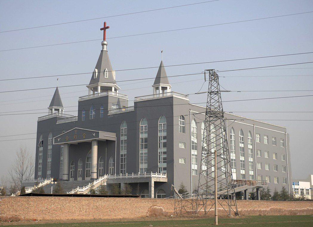 信徒表示,當地政府早在2009年就想拆除金燈台教堂,但因受到聯合國教科文組織關注...