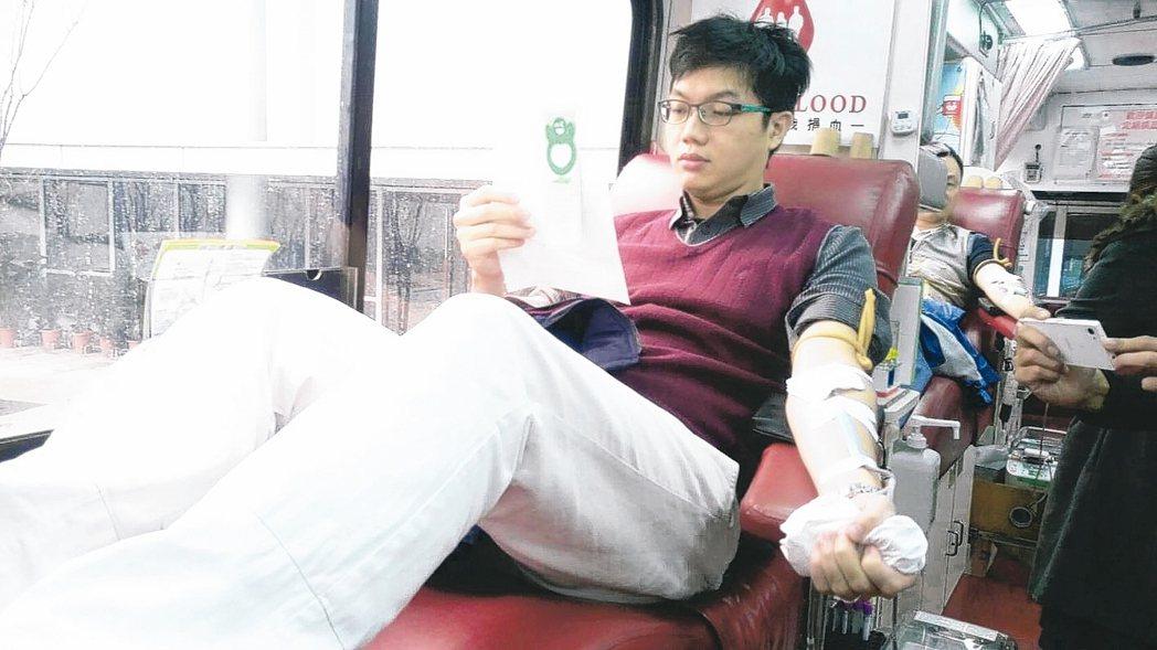 近日寒流影響捐血量,供給醫院血袋卻較預期增加,血液基金會盼國人多多挽袖捐熱血。 ...