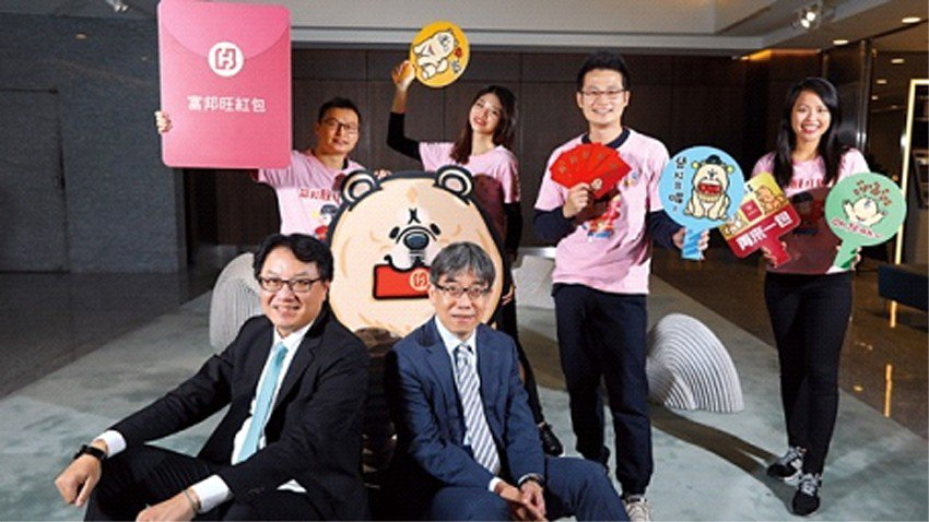 北富銀總經理程耀輝(前排左)主導跨部門腦力激盪,靠「敏捷開發」加速銀行業創新步伐...