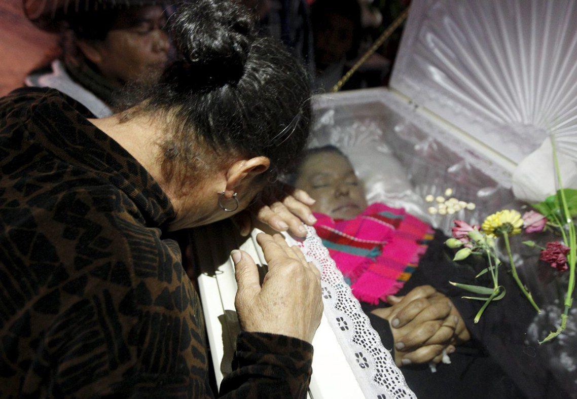 卡塞雷斯的謀殺悲劇,在宏都拉斯國內與國外都引起劇烈的譴責;在悲痛哀悼之餘,宏都拉...