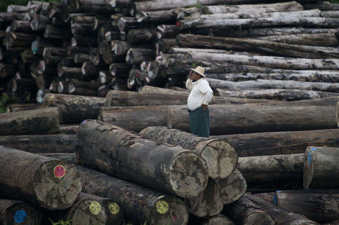 環境運動者抗爭的對象,多半都牽扯到龐大的政經利益,層層關係包庇下,要咎責變得極為...