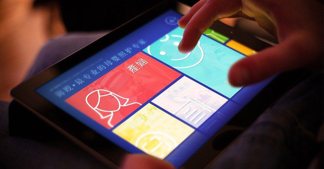 馥芳所研發暱稱「御嫂」app系統,提供五星級照護,提升用戶滿意度。 業者/提供