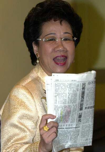 2001年呂秀蓮以高分貝陳訴媒體對其新官邸設備的報導事前毫無所悉,且指她愛用高級...