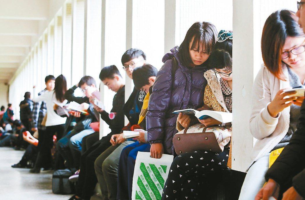 教育部決議今年起後不公開教師檢定題目。報系資料照。
