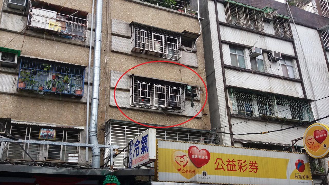 康龍的家為該棟3-5樓,3樓臥室疑似電暖器起火釀禍。記者陳雕文/攝影
