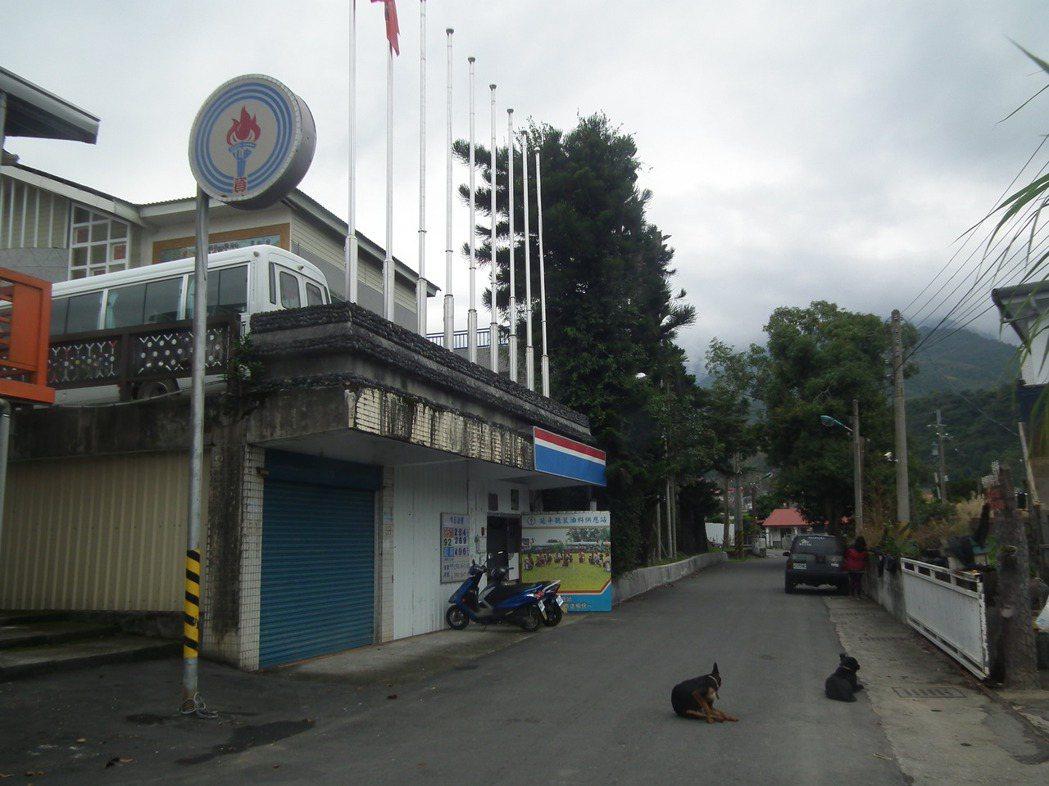 台東延平鄉全台唯一的中油「聽裝站」,被封為「最有人情味」的加油站。記者尤聰光/攝...