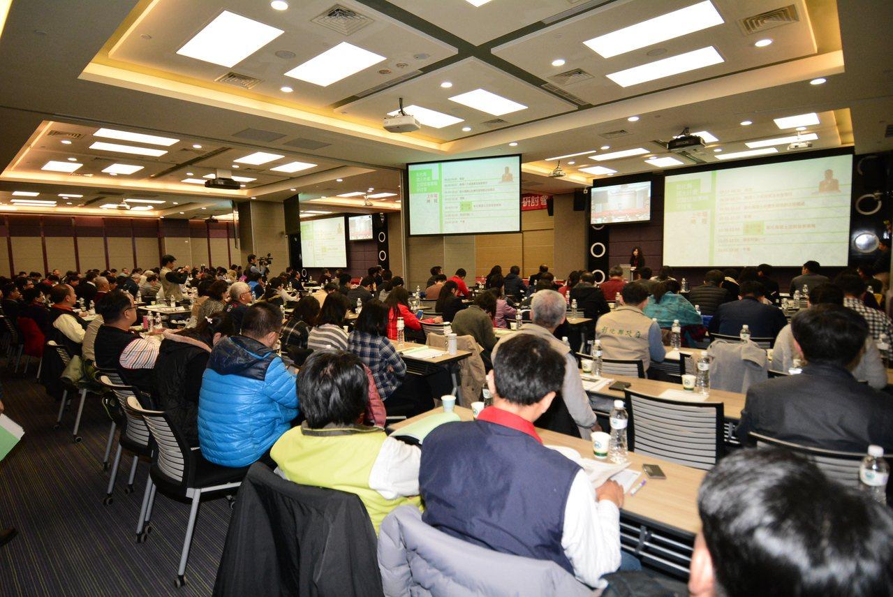 彰化縣國土計畫空間發展策略研討會,產官學各界代表踴躍出席。記者簡慧珍/攝影