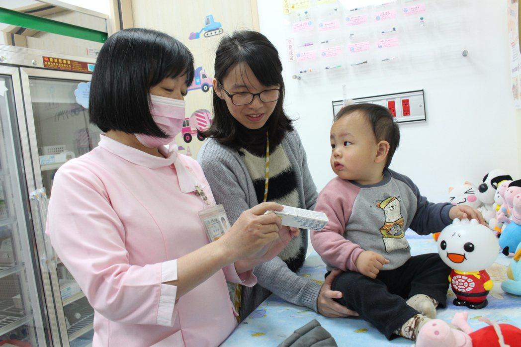 嘉義市衛生局已將A肝疫苗配置全市33家幼兒常規疫苗合約醫療機構,家長可帶孩子前往...