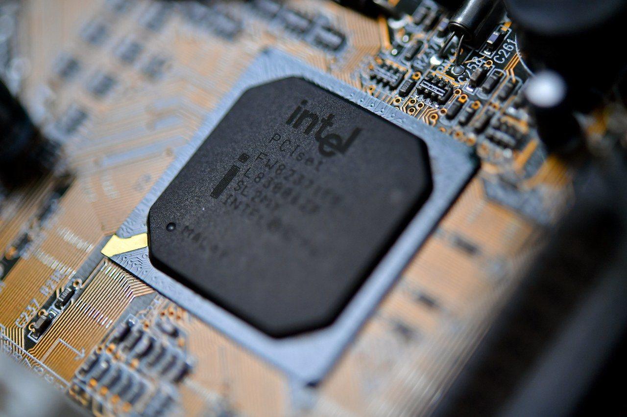 上周國外網路安全研究員揭發出的晶片安全漏洞,被說是近年來最嚴重的一場網路安全威脅...