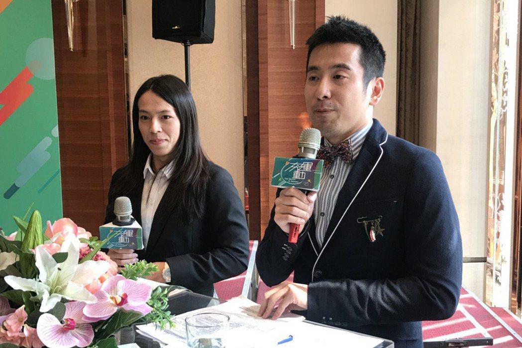 舉重國手郭婞淳(左)主持人初體驗。記者劉肇育/攝影