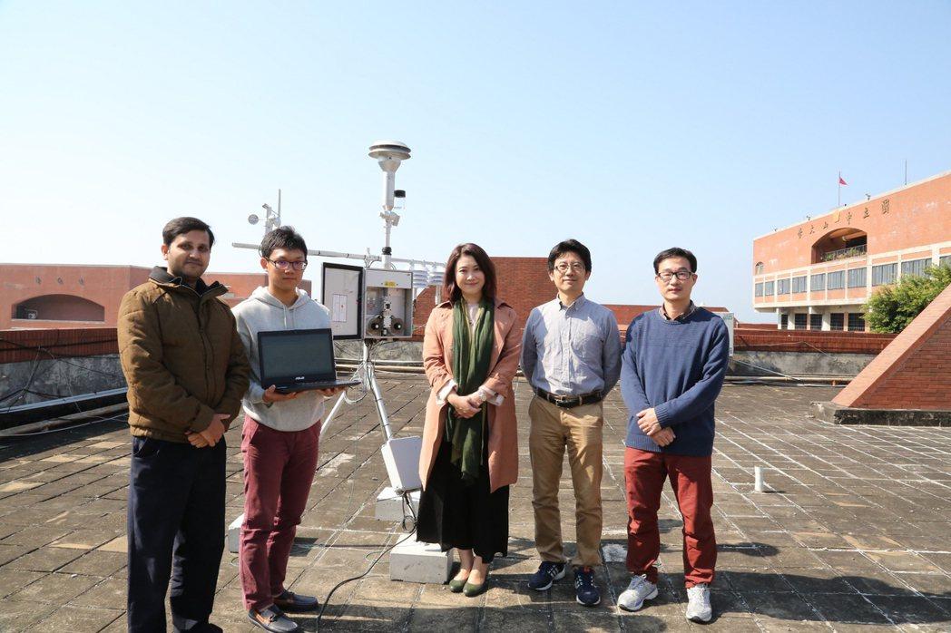 中山大學於校區內設置全國首座最接近海港的PM2.5即時自動監測設施。照片/中山大...