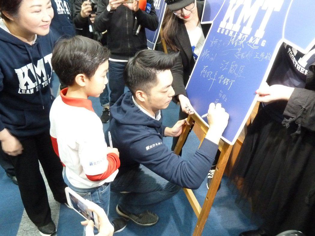 國民黨內熱門台北市長人選的黨籍青壯派立委蔣萬安,今天出席黨內活動時重申,他目前還...