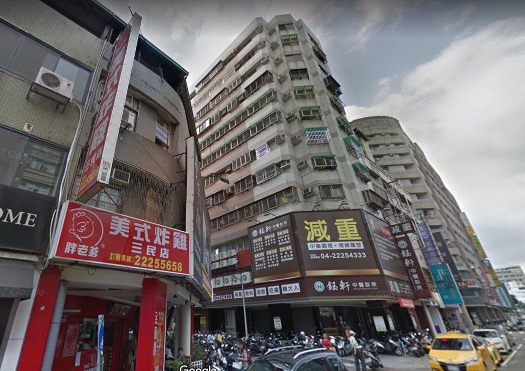 台中市北區某大樓今天下午驚傳住戶燒炭意外,造成兩死一重傷意外。圖/摘自googl...