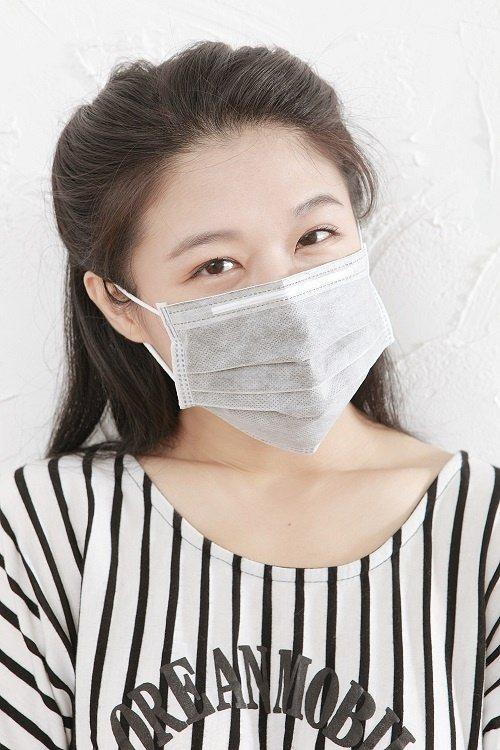 空汙、寒流的雙重刺激,讓口罩成了近期網購最熱賣的搶手貨。圖/愛合購提供