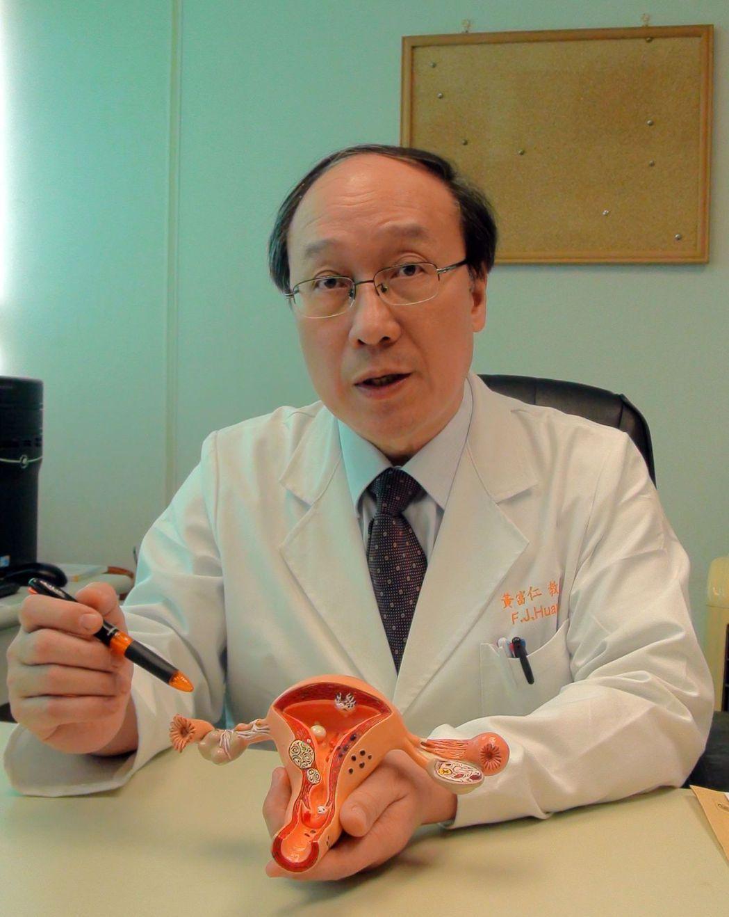 高雄長庚婦產部主任黃富仁(見圖)最近一周一連收治兩名因卵巢瘤扭轉產生劇痛的個案,...