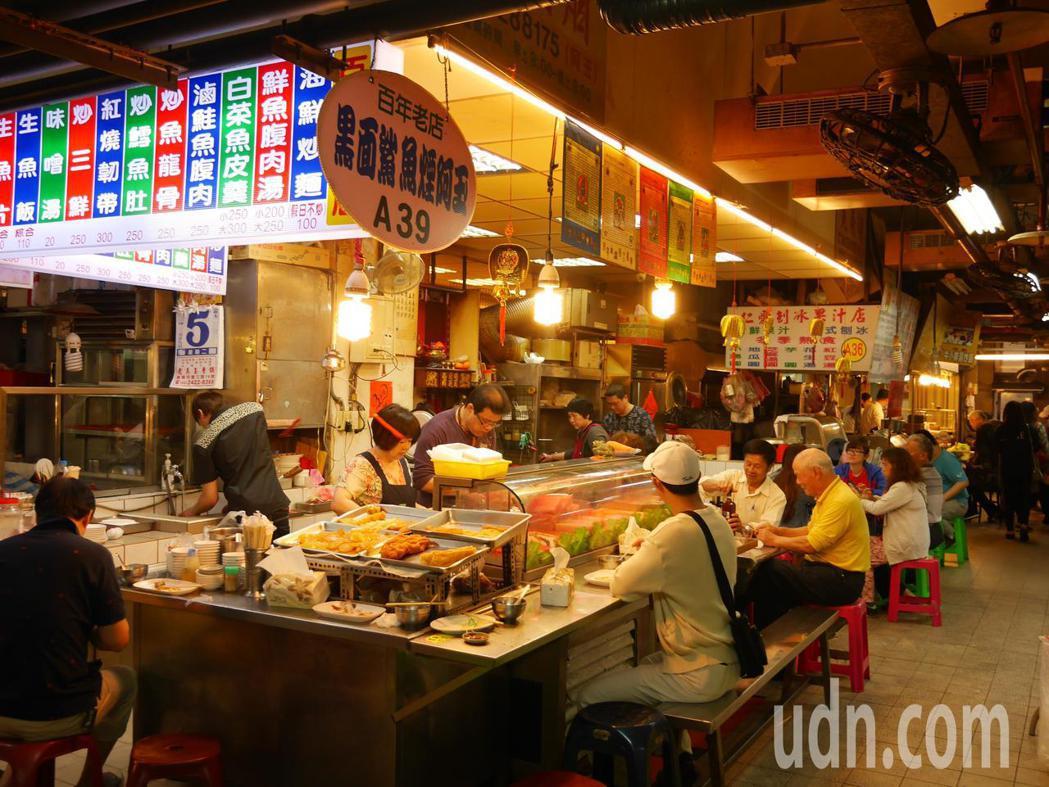 基隆市仁愛市場是許多隱藏版在地美食的集散地。記者吳淑君/攝影