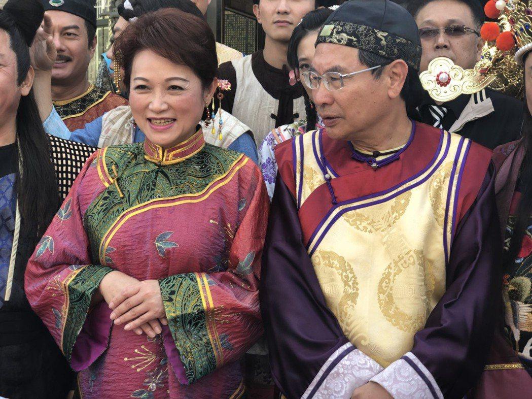 嘉義市長涂醒哲(右)、議長蕭淑麗為新年度市府預算「槓上」,許多場合都有「過招」的...