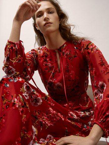 Massimo Dutti天鵝絨印花絲質連身裙6,250元。圖/Massimo ...