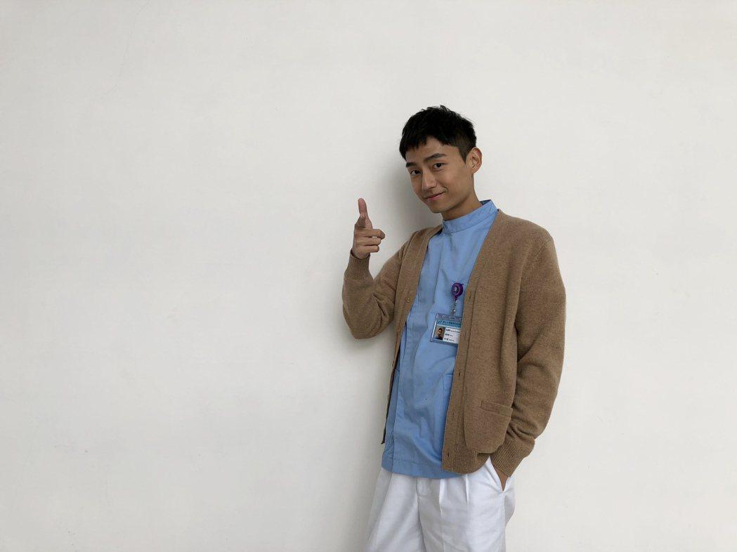 「大鶴」林鶴軒加入「實習醫師鬥格」扮演男護理師。圖/民視提供