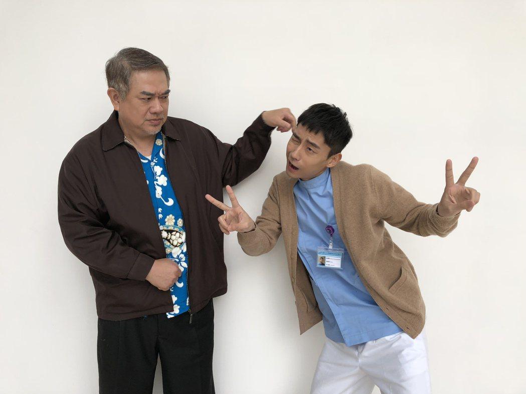 「大鶴」林鶴軒(右)、張銘杰在詮釋護理師與病人之間產生許多火花。圖/民視提供