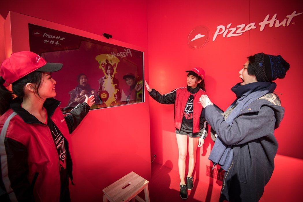 「外送哈燒屋」以創意AR熱拍活動,吸引民眾體驗。圖/必勝客提供