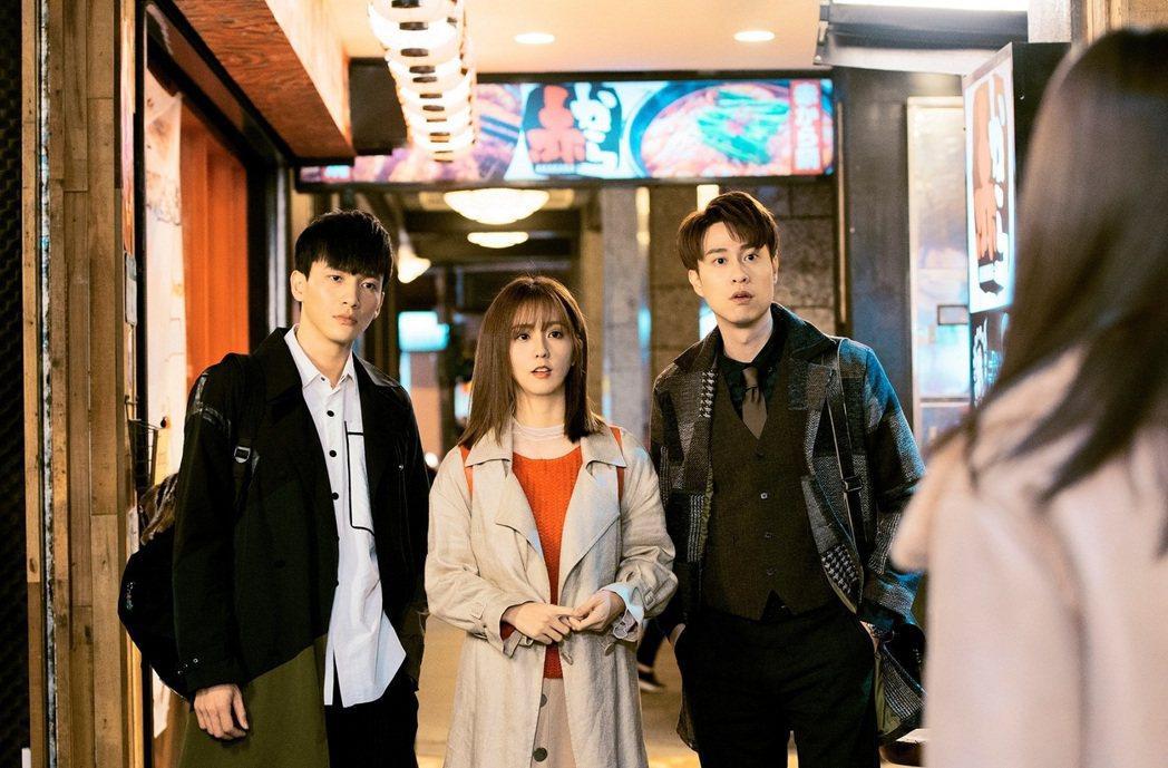 曹晏豪(左起)、周曉涵、劉書宏演出「獅子王強大」感情好。圖/東森提供