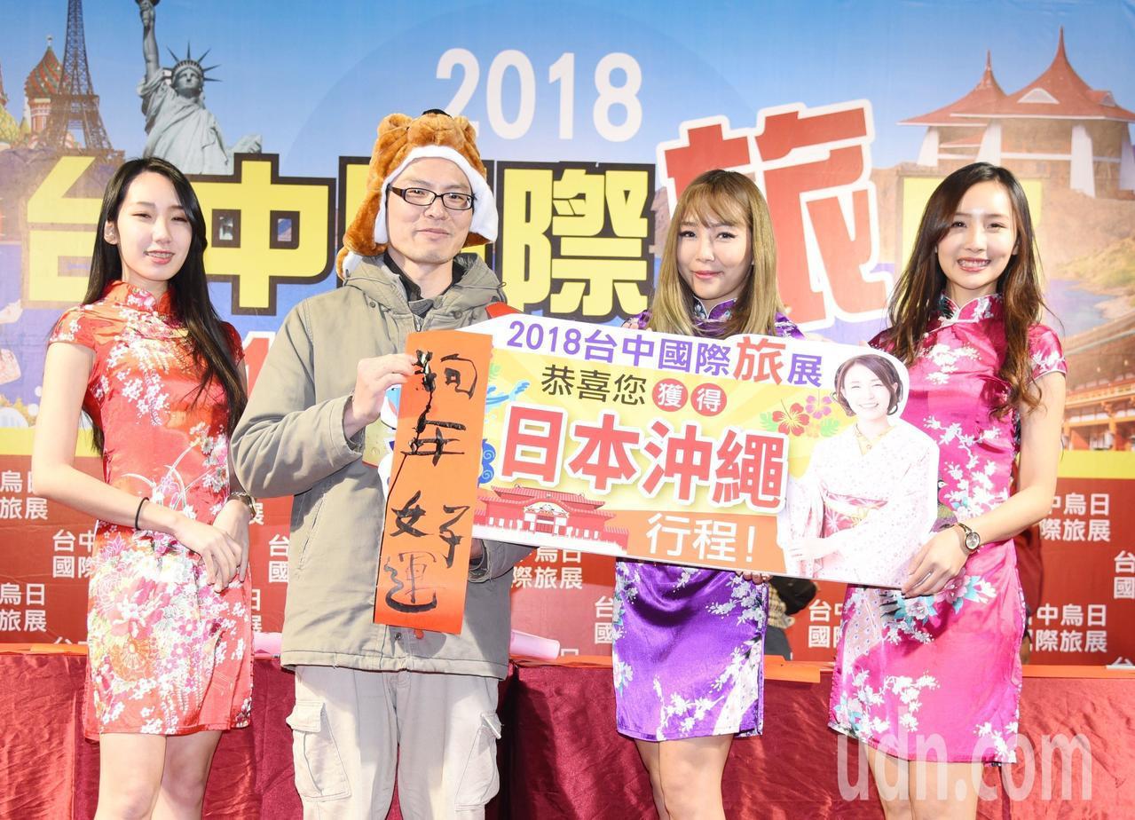 台中國際旅展今登場,旅遊業者紛紛推出清倉價促銷。記者趙容萱/攝影