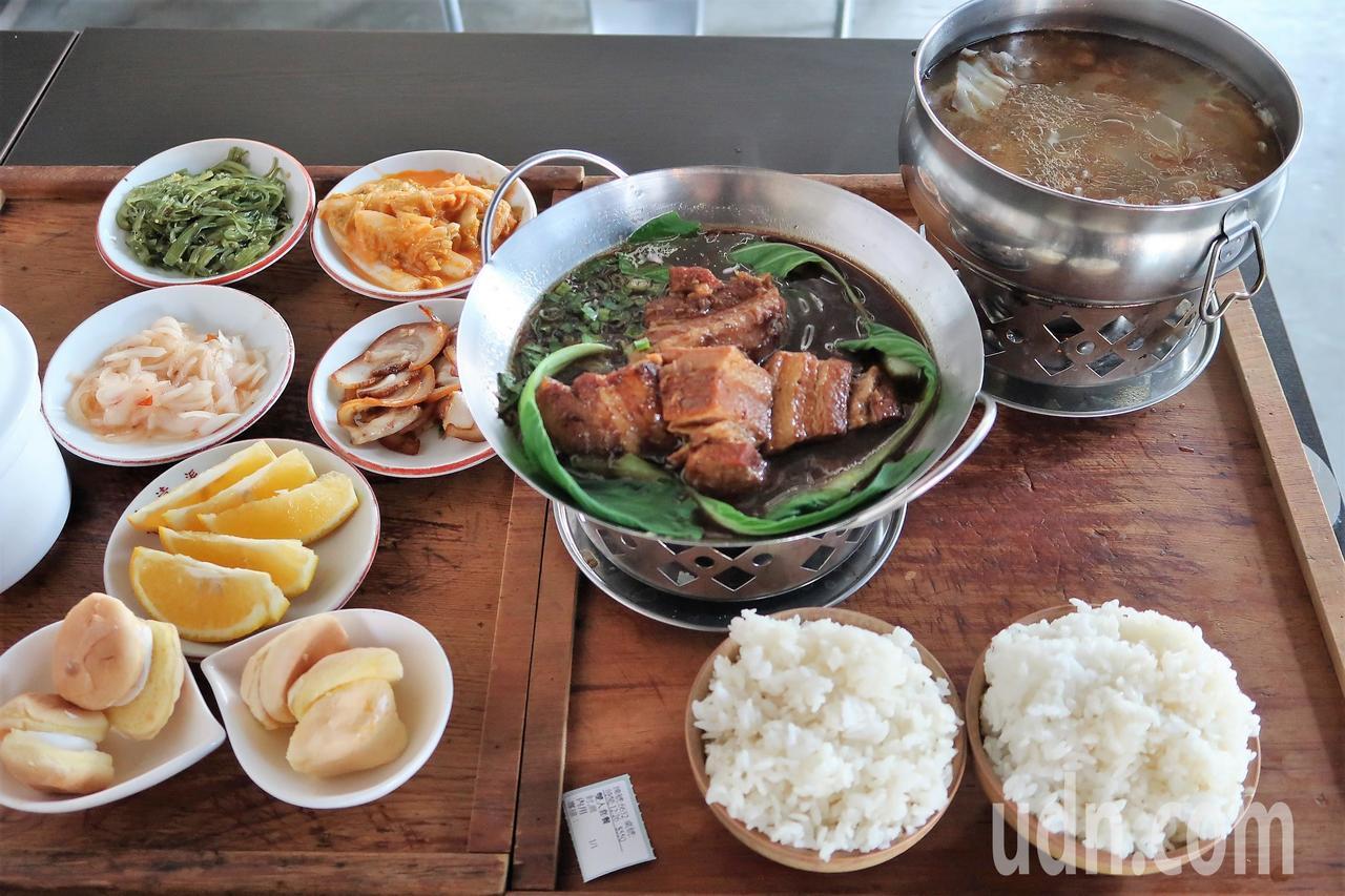 麻油雞加封肉,冬天裡的古早味,堪稱老饕最愛。記者翁禎霞/攝影