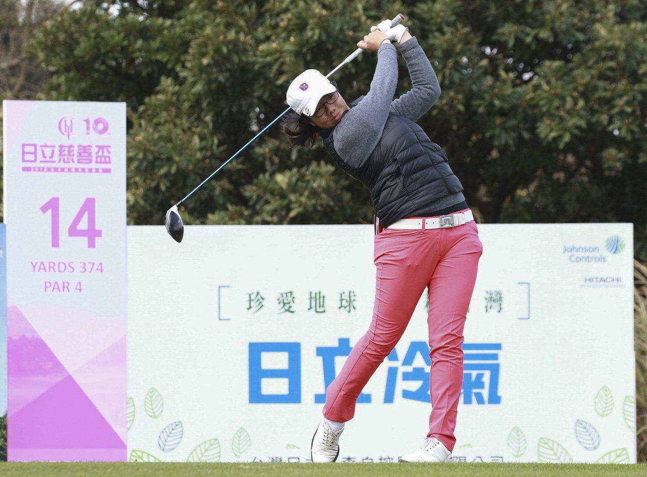 17歲台灣業餘選手張雅淳打出66(-6)桿暫時領先群雌。圖/日立慈善盃提供