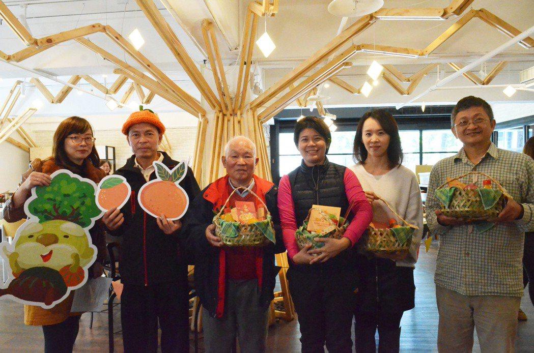 為了行銷新竹縣芎林鄉的柑橘,地方找來文創業者運用在地人的手工竹編產業作為精緻禮盒...