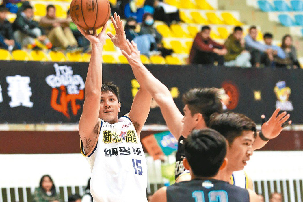 周士淵(左)手感極佳。 圖/中華籃球協會提供