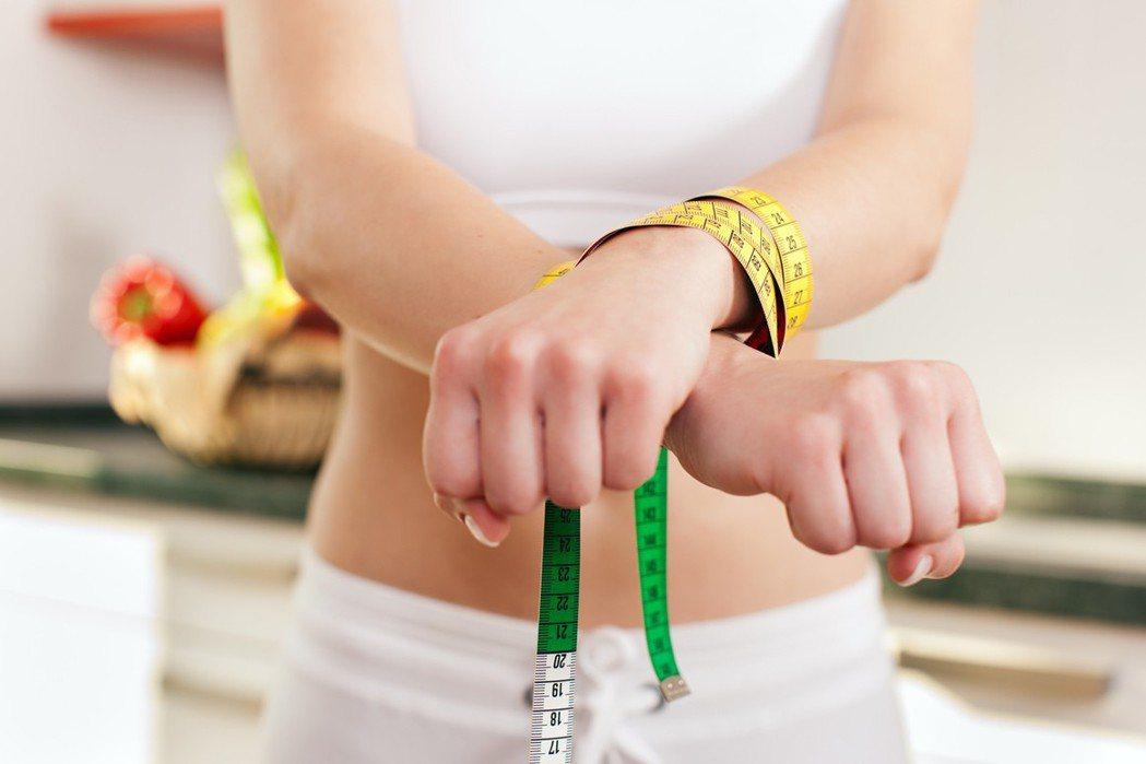 有些聽起來野心勃勃的減肥決定,在營養師眼裡卻可能造成反作用。 圖片來源/in...