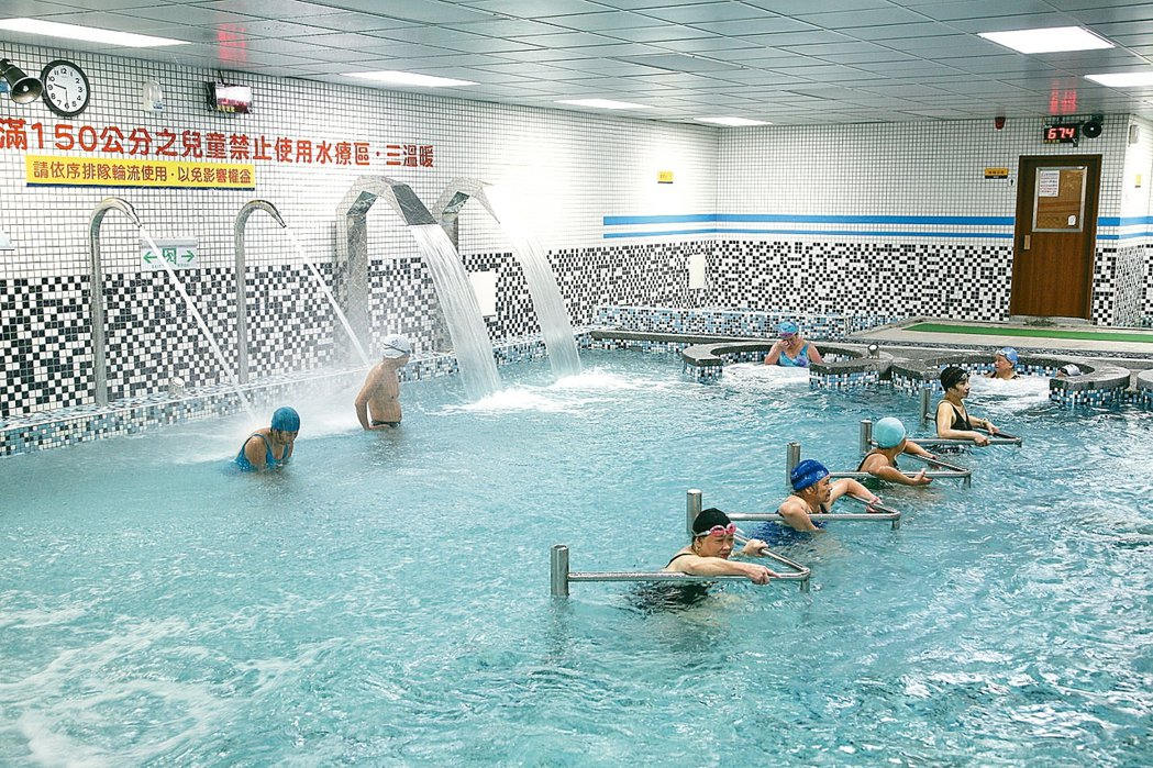游泳能鍛鍊心肺,是很好的有氧運動。 圖/報系資料照
