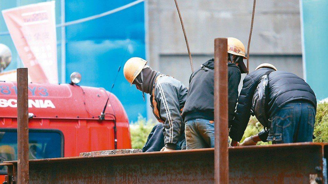 勞動條件近年密集勞檢,違法率都在15%-20%之間,近兩年主要違規項目仍以未給加...