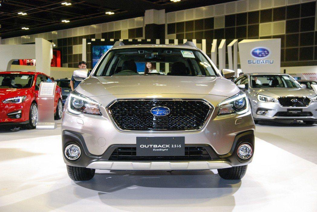 此番於新加坡上市的Subaru Outback 2.5i-S Eyesight車型在水箱護罩上與台灣車型有所不同,並在LED 頭燈處增添 SRH 主動轉向功能。 記者林鼎智/攝影