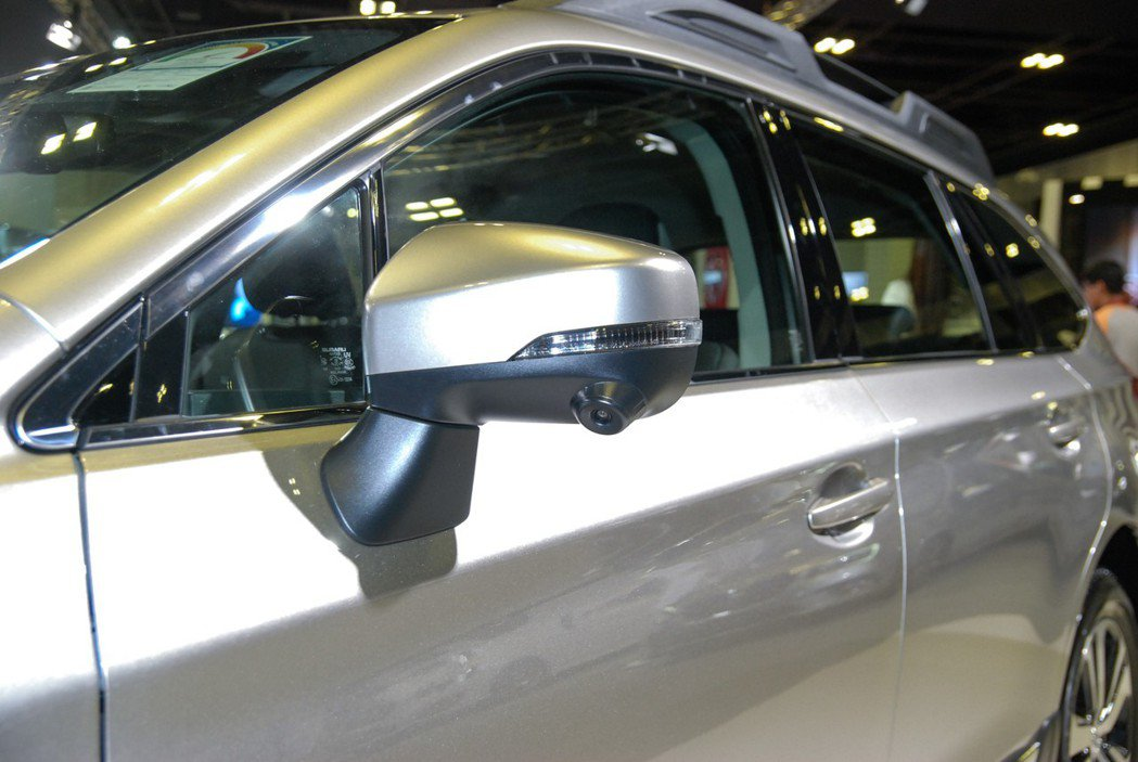 SVM車側影像輔助系統可有助於降低視線死角。 記者林鼎智/攝影