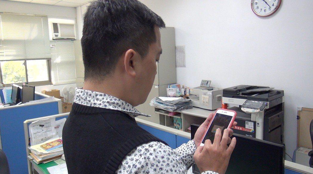 台中市少輔會社工為了接觸沈迷網路世界的個案,也會自己學習玩網路遊戲,透過虛擬分身...