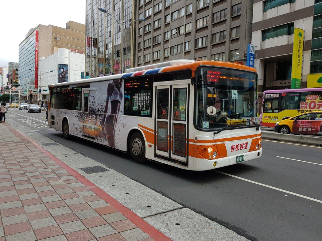 北市部分公車業者認為,勞基法鬆綁7休1為14休2後,有助於恢復排班彈性,未來希望...