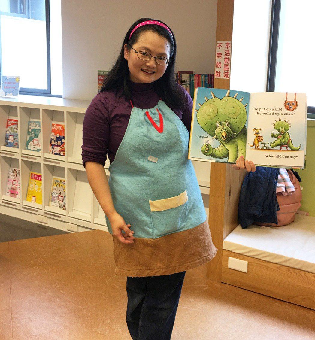 外文系畢業的林美育,重視孩童語言教育,熱心公益的她,在新北市立圖書館三峽北大分館...