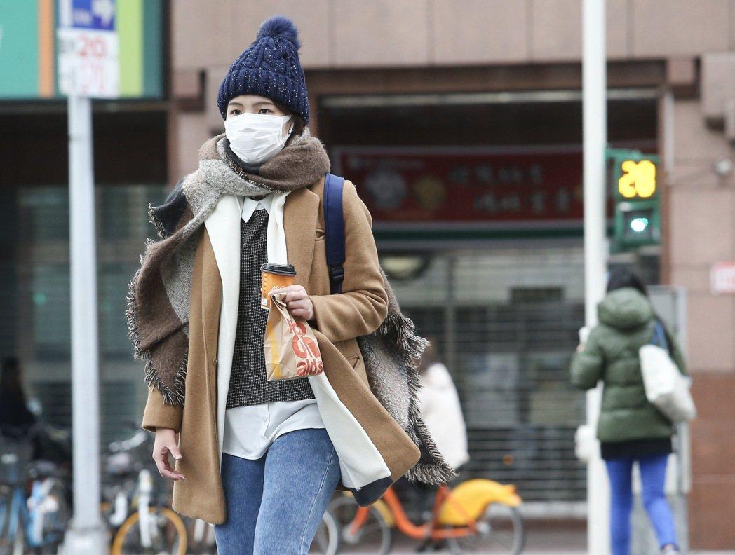 今天清晨有13個測站測得入冬以來的最低溫。記者余承翰/攝影