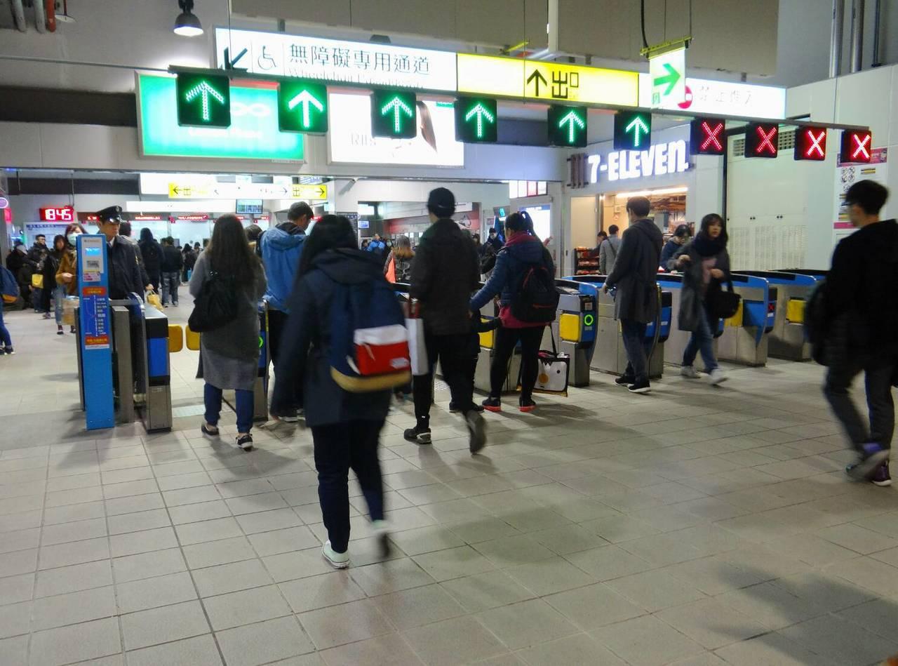 台鐵從1月15日起在全台試辦出站票券不回收。圖/台鐵提供